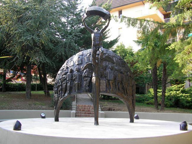 Monumento alla fisarmonica, restyling e convegno