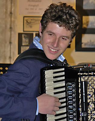Il fisarmonicista Adragna chiude i martedì musicali