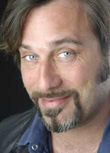 Il cabaret di Dario Cassini al Teatro Astra