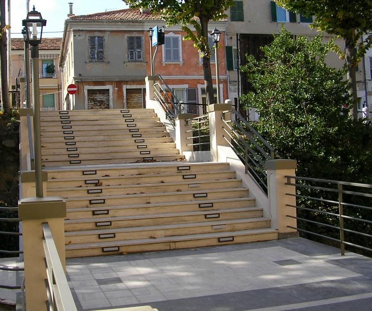 Restyling per la scalinata d'ingresso al teatro Astra
