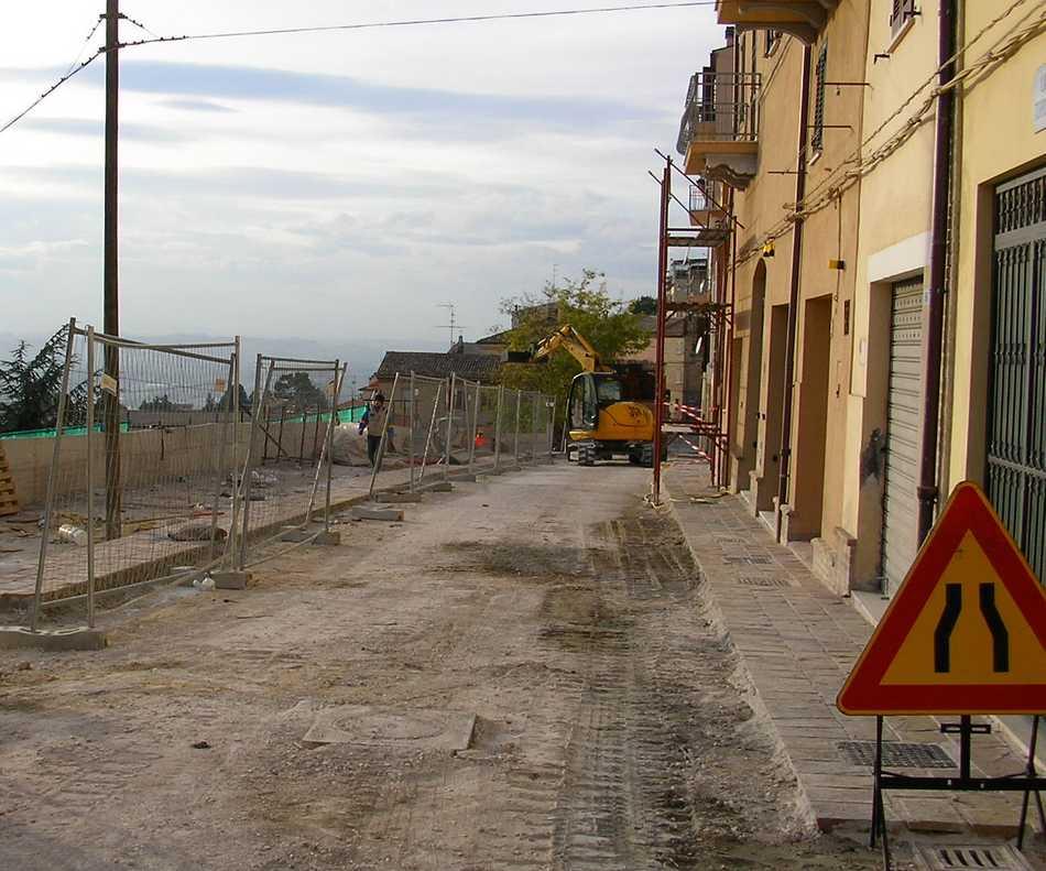 Via Battisti riaperta al traffico
