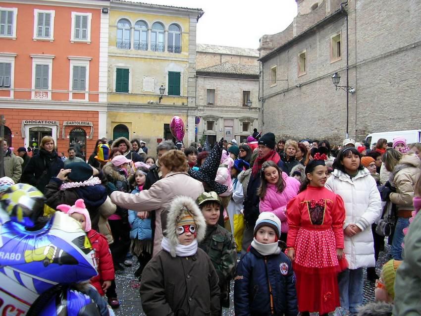 Tanta gente in piazza per il Carnevale Castellano