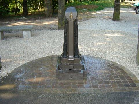 Restaurata la fontana del cimitero