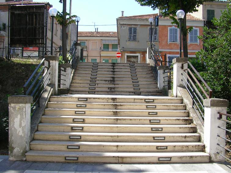 Sistemazione e abbellimento scalinata teatro Astra
