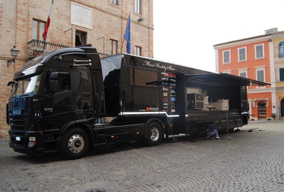 """Ecco il """"truck"""" del music reality show"""