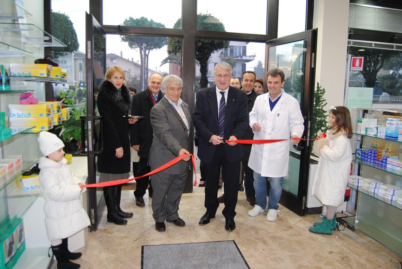 Inaugurata la farmacia del dott. Dino