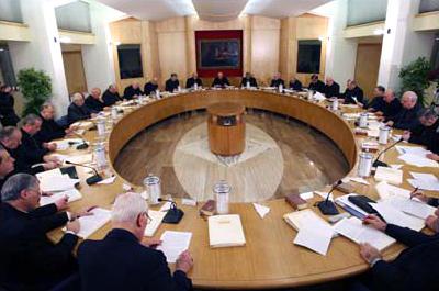Cardinali e vescovi in dialogo con i fedeli laici