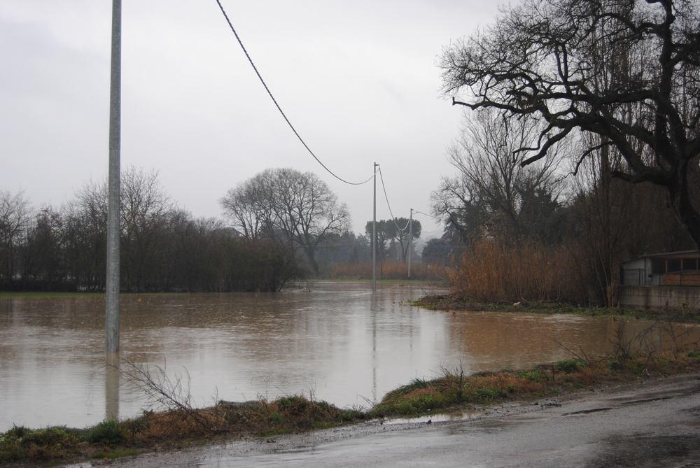Alluvione, tecnici, vigili e volontari all'opera