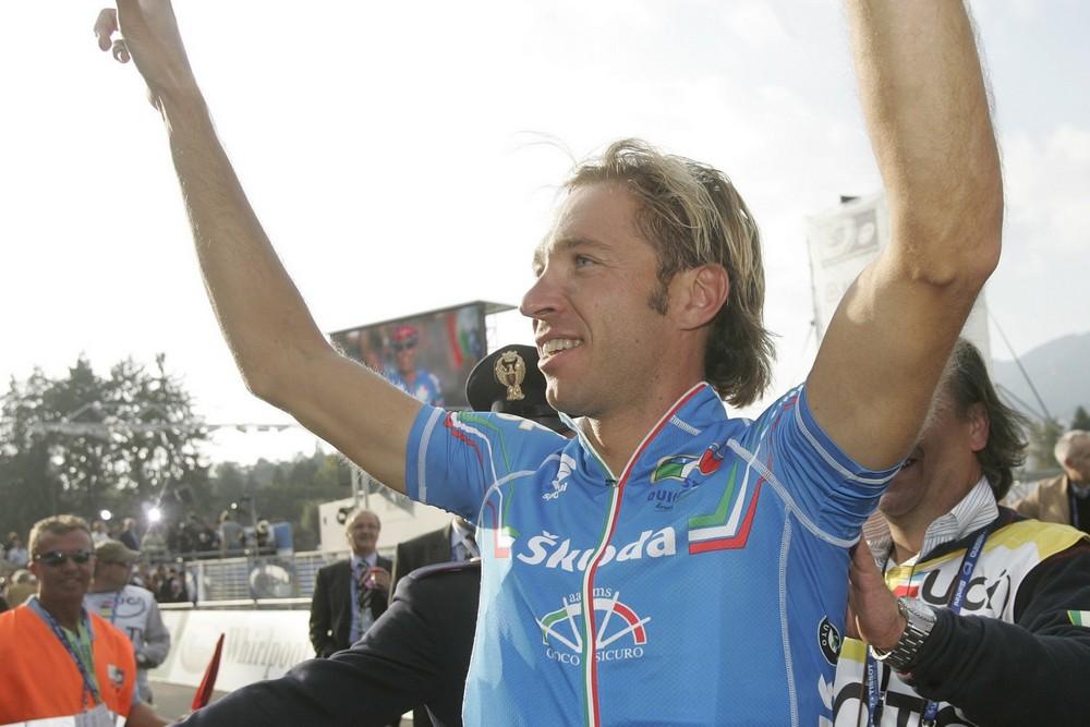Addio al ciclismo di Andrea Tonti al teatro Astra
