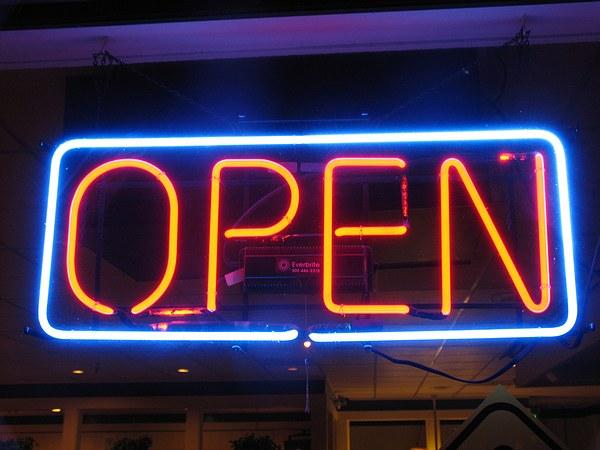 Ulteriore deroga all`obbligo di chiusura festiva negozi