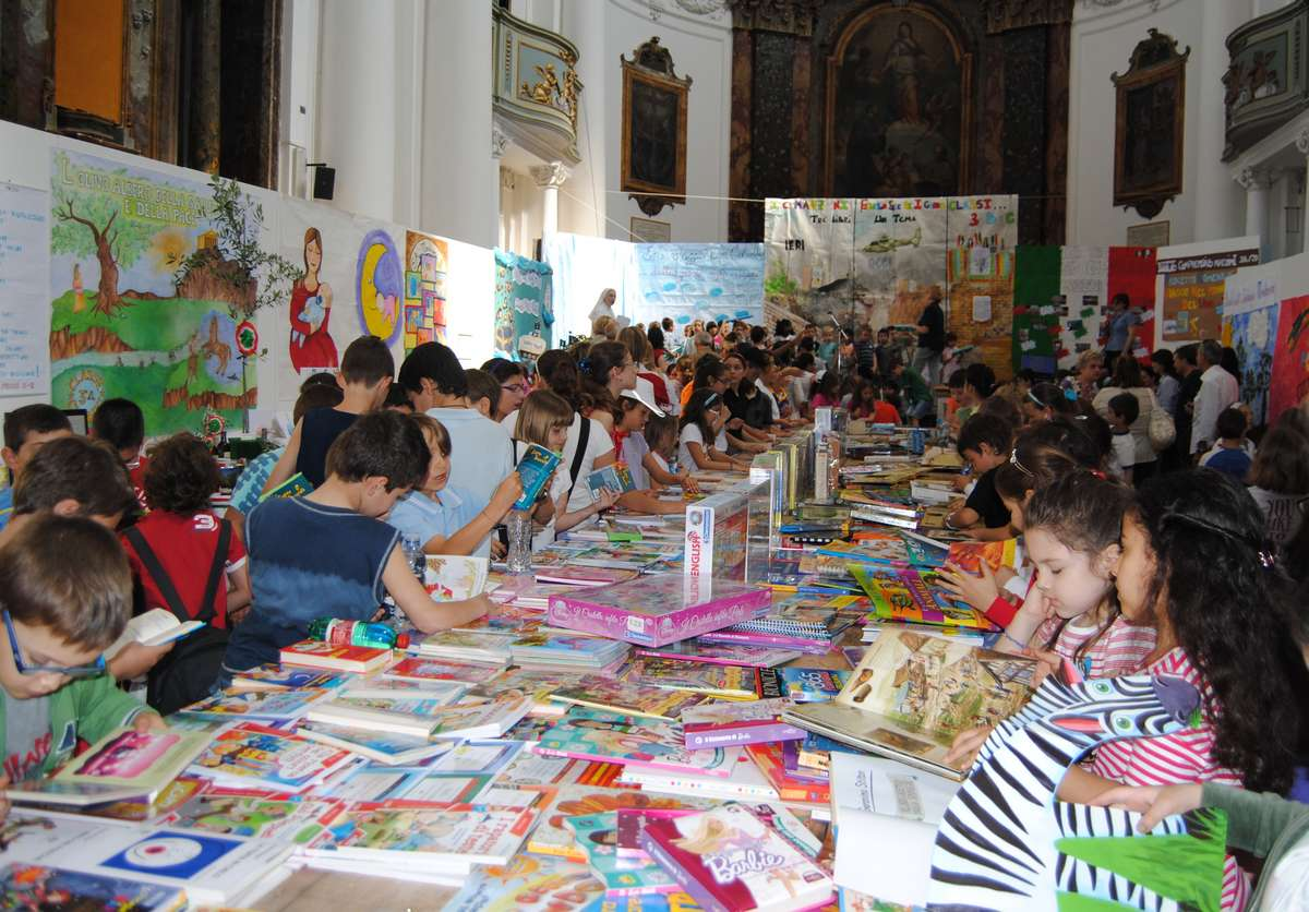 Si apre la mostra - mercato del libro per ragazzi