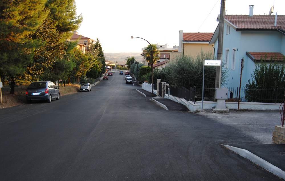 Via Brodolini, nuovo asfalto e marciapiede