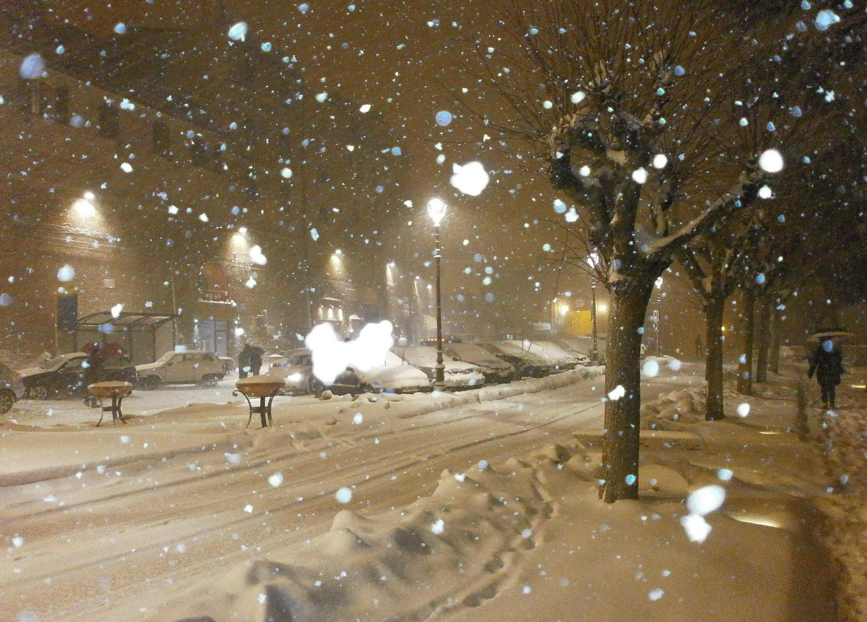 Torna le neve, richiudono le scuole