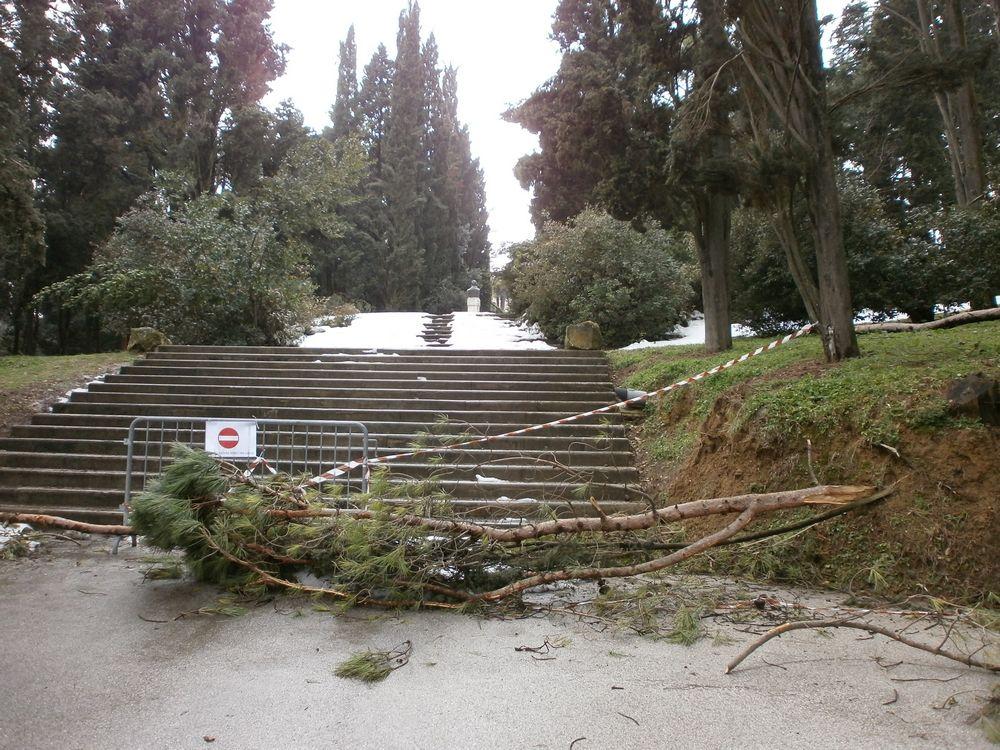 Parco Monumento, accesso solo pedonale per il cimitero