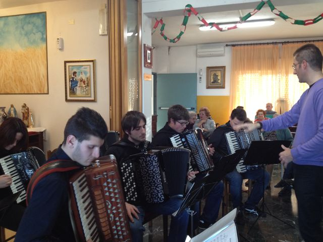 """La classe di fisarmonica suona per il """"Mordini"""""""
