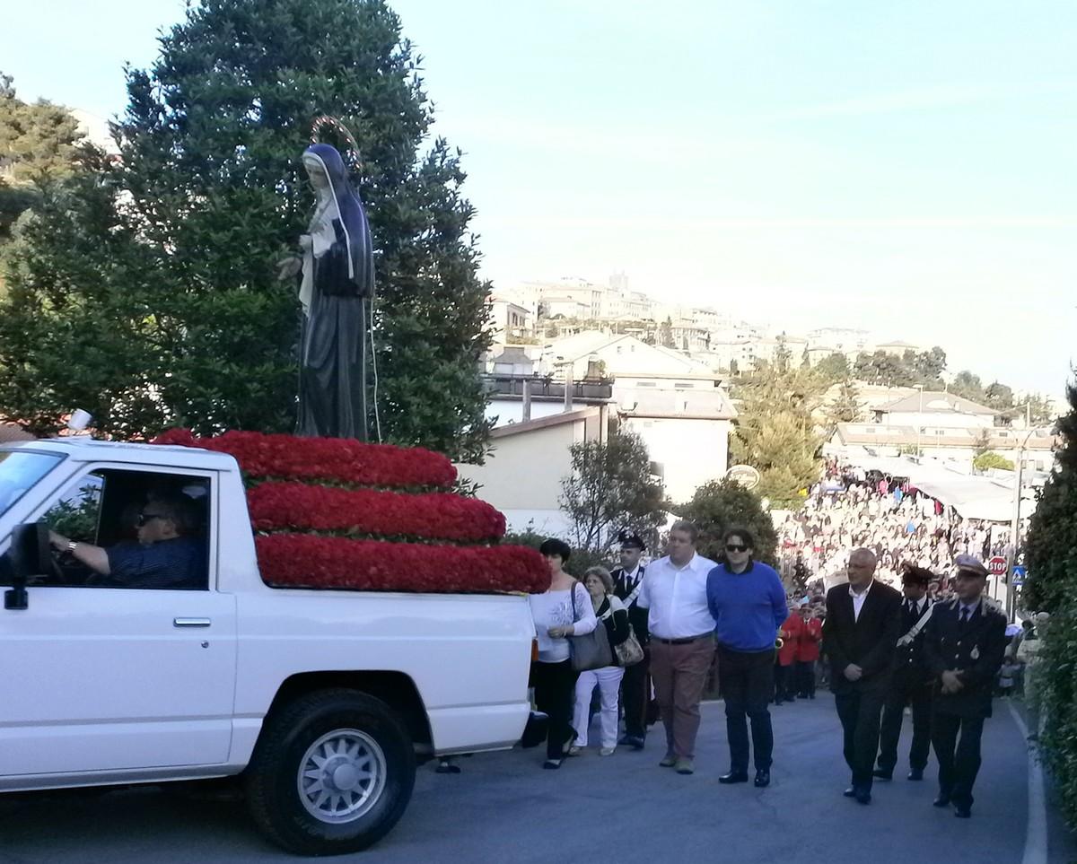 Processione di Santa Rita, un fiume di fedeli