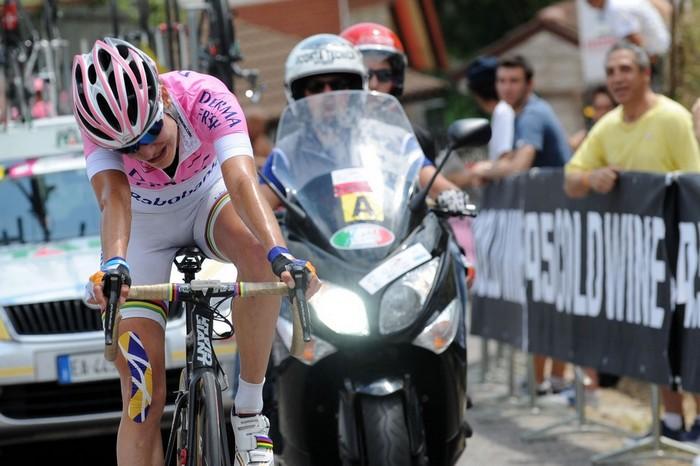 Marianne Vos arriva in maglia rosa a Castelfidardo