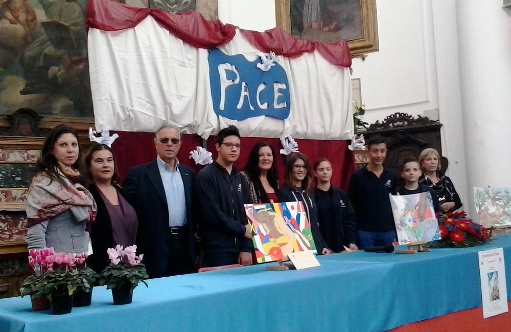 Gli studenti dell`I.C. Soprani condividono la pace