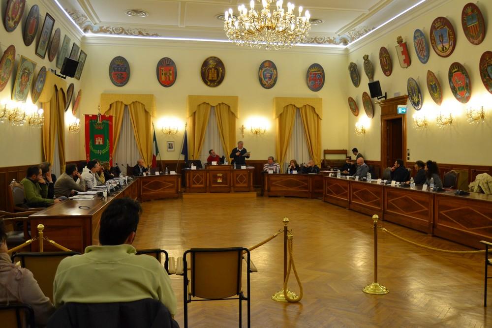 Dibattito in Consiglio, ricostruzioni di fantasia
