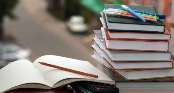 Alle primarie libri scolastici direttamente sui banchi