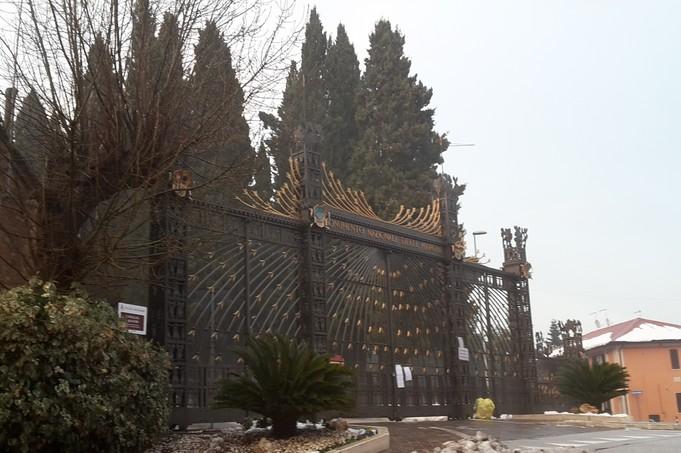 Monumento e cimitero chiusi anche domenica