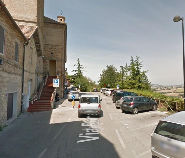 Venerdì divieto di sosta in via Roma, Sauro e Battisti